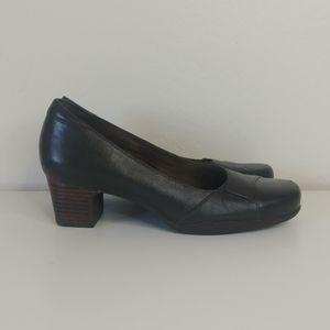 Clark's low heel brown pumps